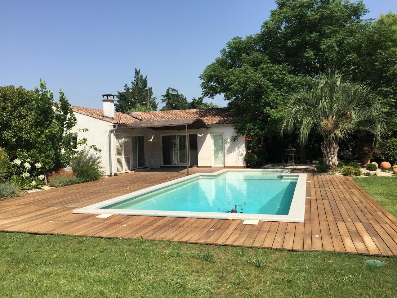 piscine extérieure villa provencale
